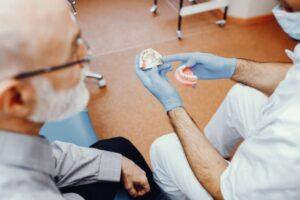 Se me ha roto la prótesis dental: ¿se puede arreglar al momento?